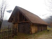 bellissima costruzione in legno e paglia (da vedere assolutamente!)