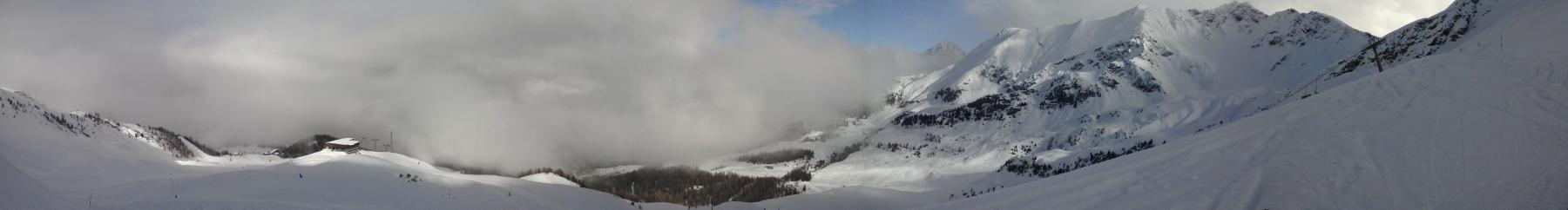 nebbia e neve in basso,schiarita promettente in alto...