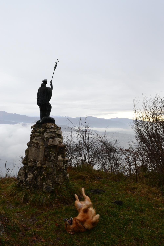 la statua di San Bernardo salendo al Minisfreddo