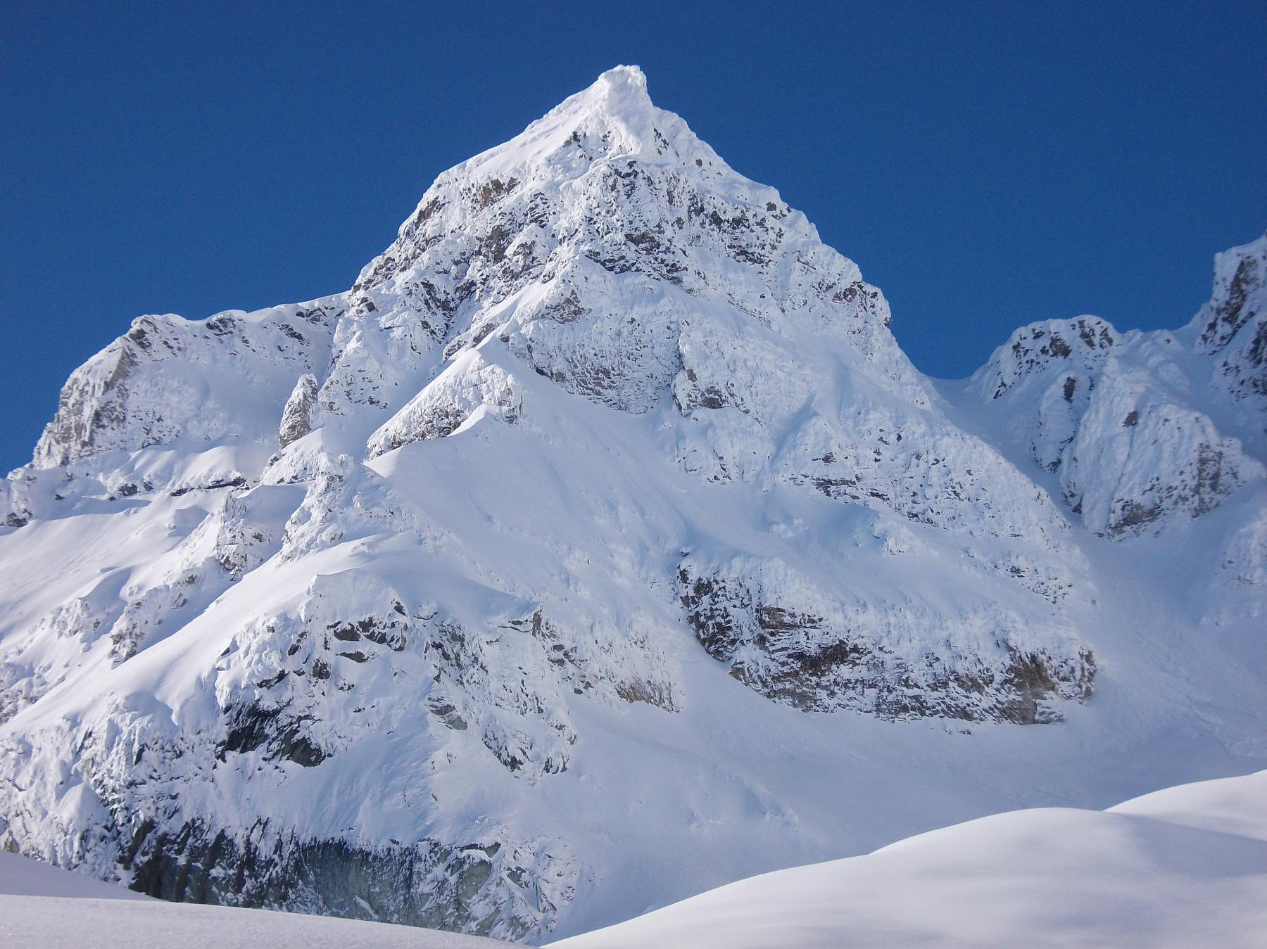 Le montagne che ci circondano salendo