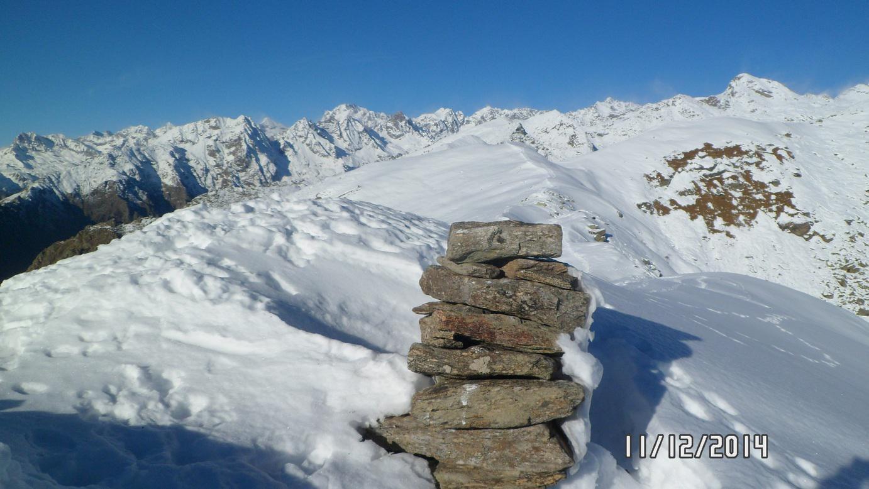 Monte Arzola, sullo sfondo il Gran Paradiso