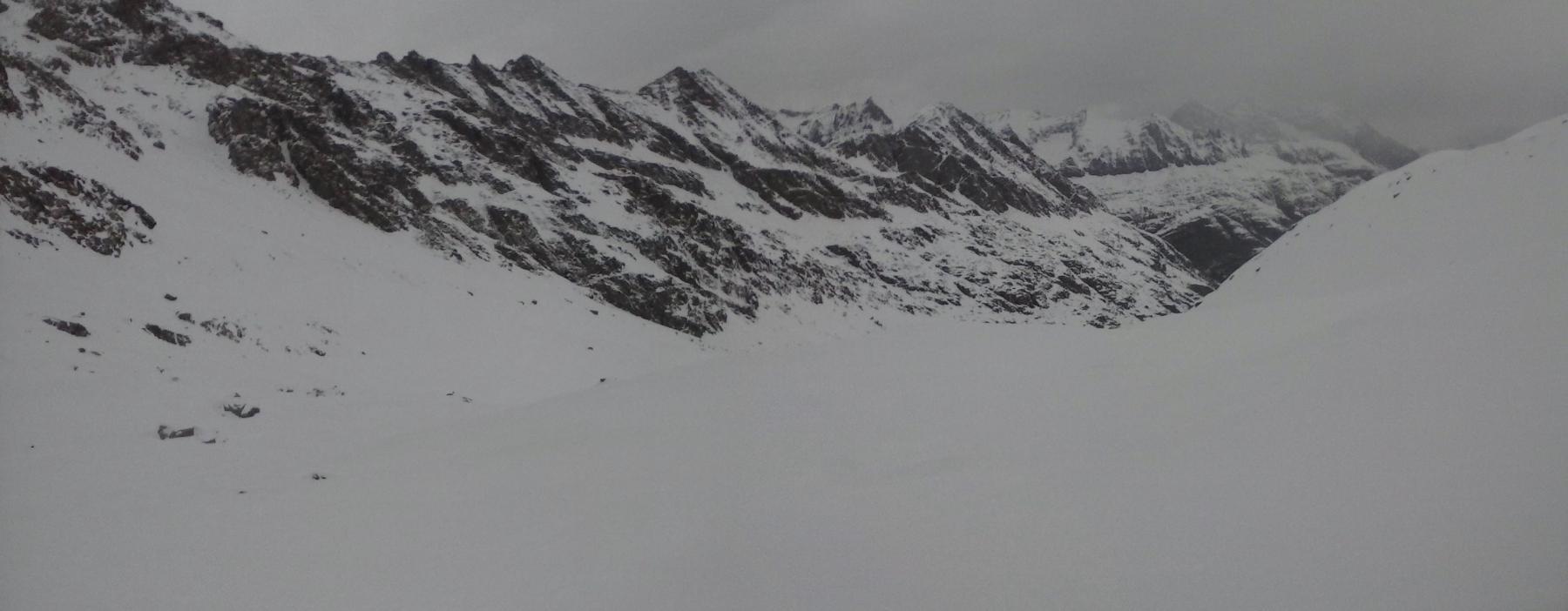 sarebbe una bella discesa  nonostante la varietà di neve se si vedessero  le variazioni di pendenza..