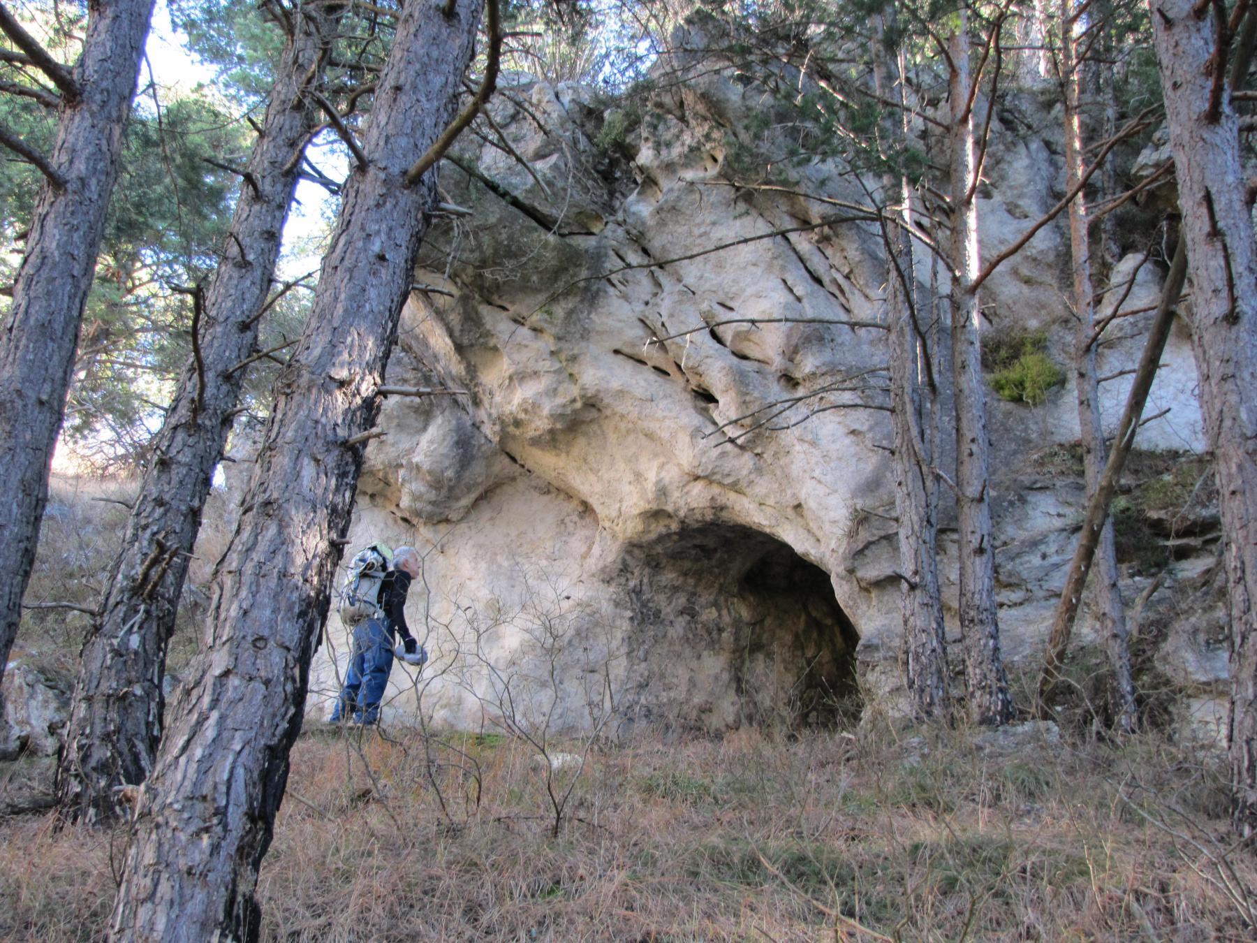 lo spuntone roccioso con una caratteristica cavità segna la fine della salita