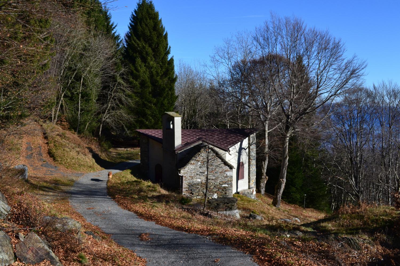 Chiesa Regina Pacis dove si stacca a destra il sentiero di discesa
