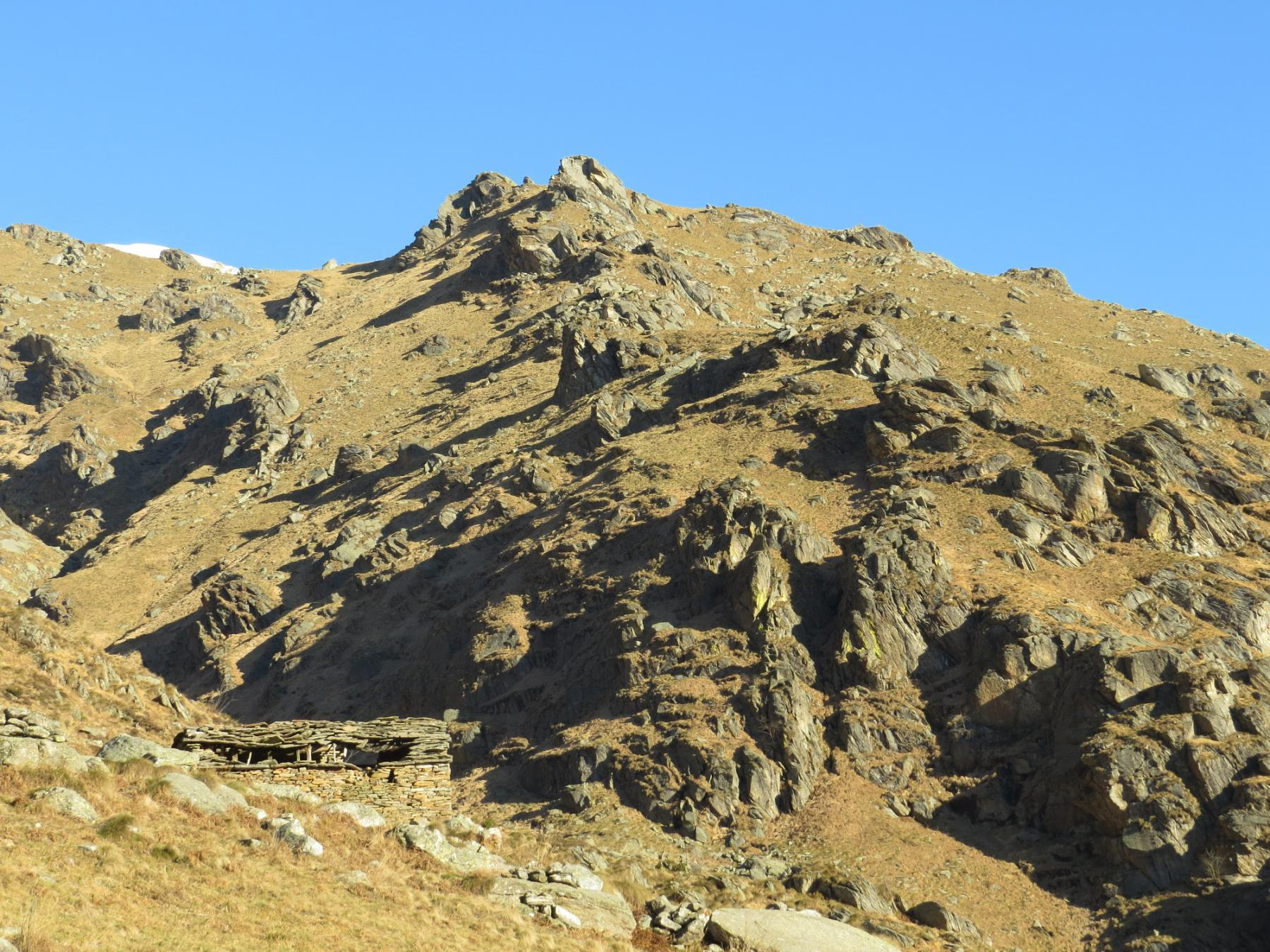 I versanti sud ovest del Bric Pistone