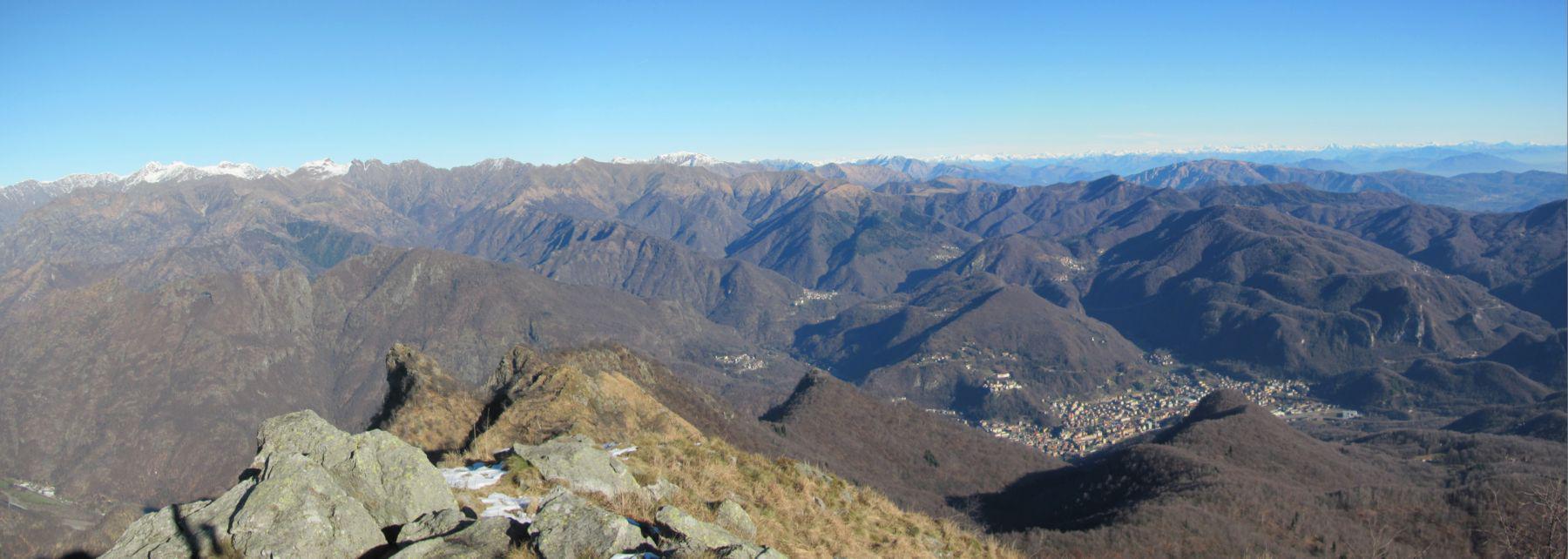 Panorama verso sud dalla cima