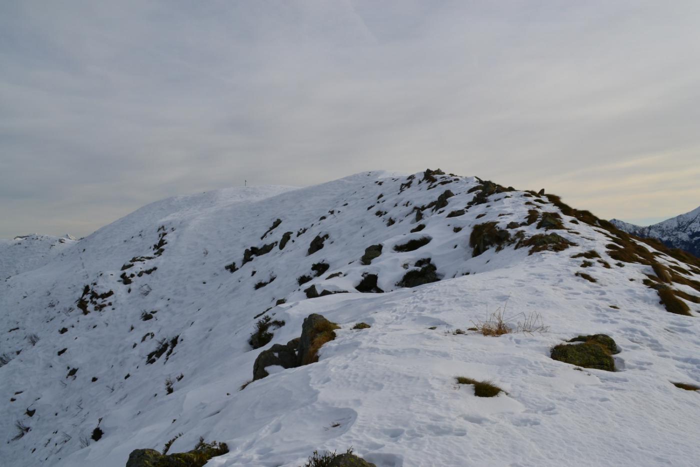 la facile cresta di salita alla cima