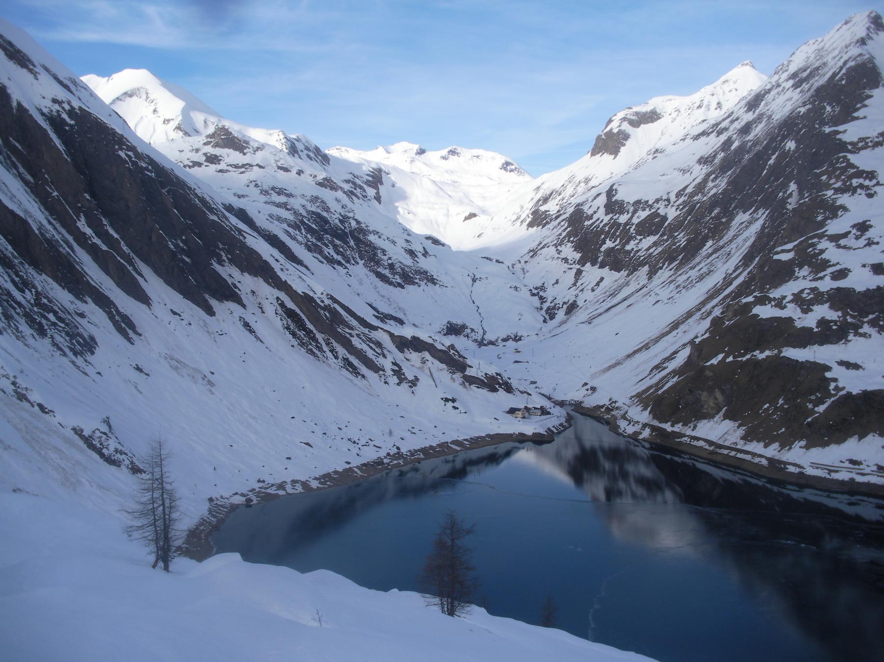 Il lago di Morasco..il passo del Gries..e dietro la Svizzera..