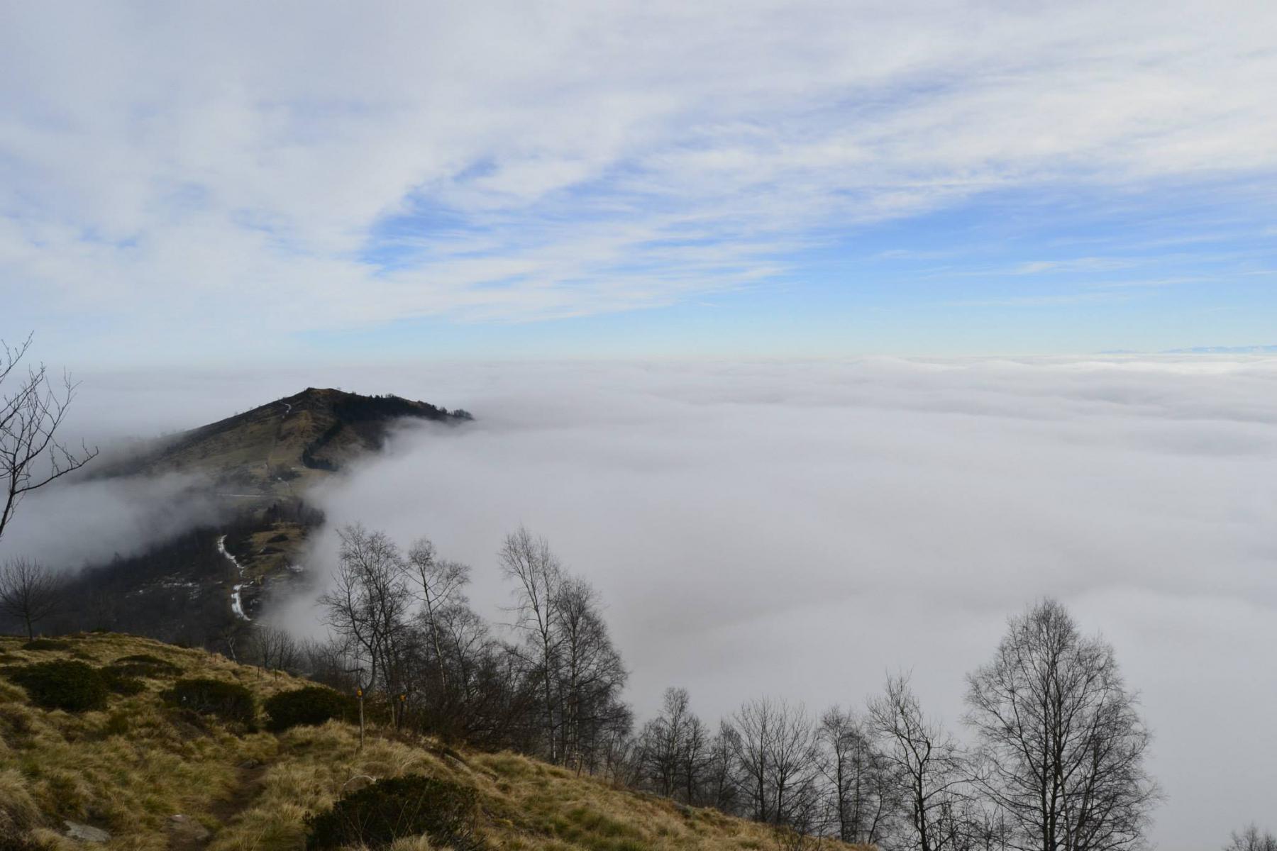 La Vaccera nella nebbia e il Castelletto ancora fuori..