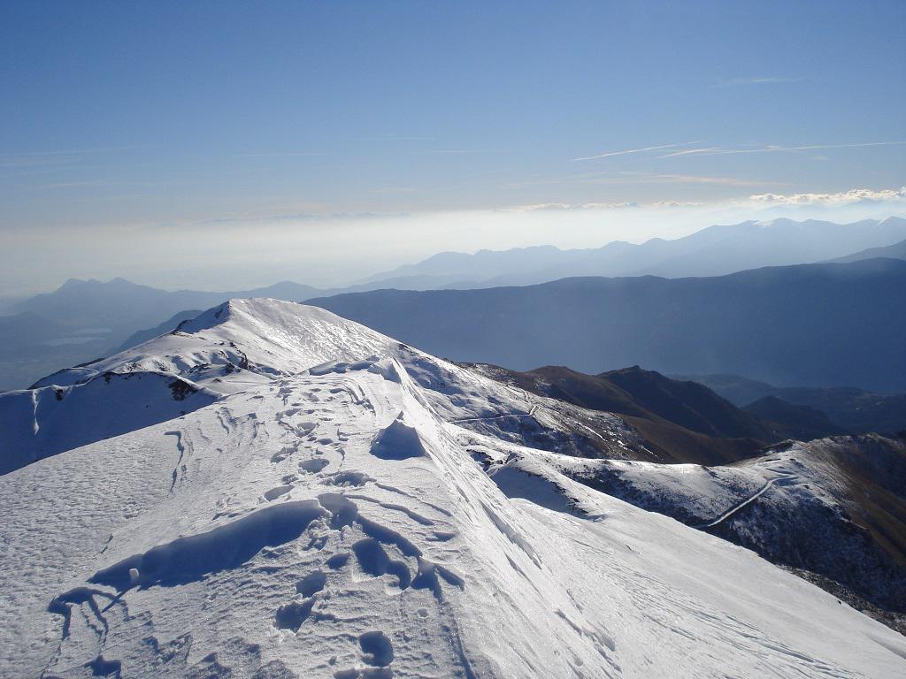 La cresta dallo Sbaron al Grifone, in basso la stradina di rientro
