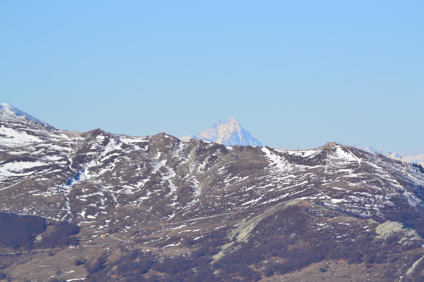 sbuca all'orizzonte la cima del Monviso
