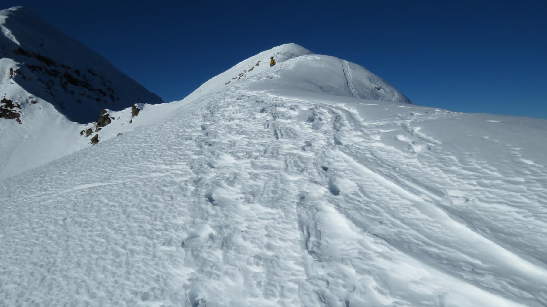 la parte finale della cresta SE e la cima