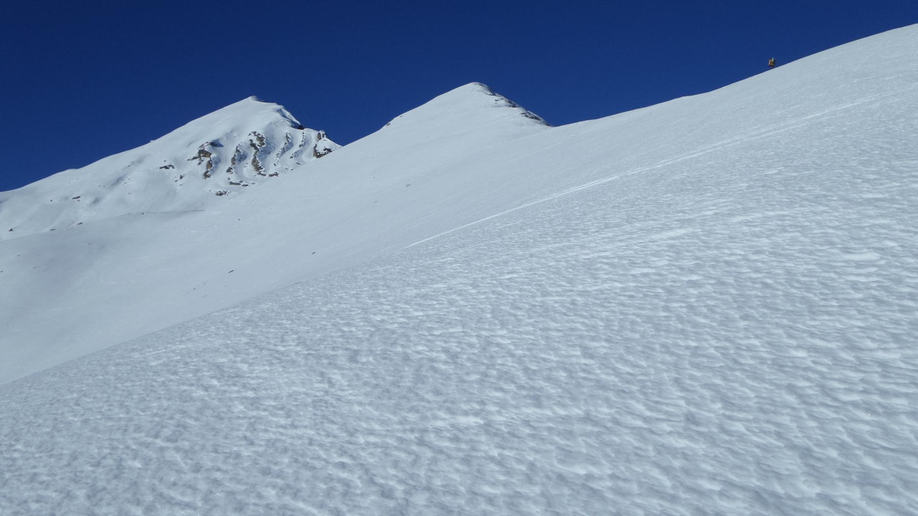 parte alta del crestone SE delle Giosolette con neve dura e compatta