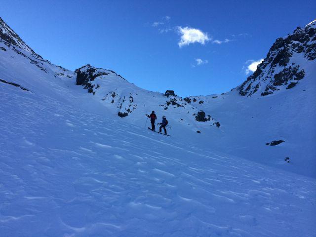 scendendo dal passo del Rothorn nel gelido vallone del Sallero