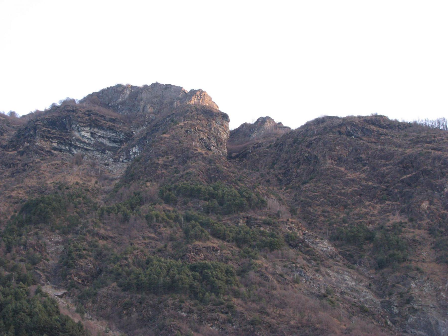 Partenza, al centro, l'intaglio di inizio del percorso di cresta