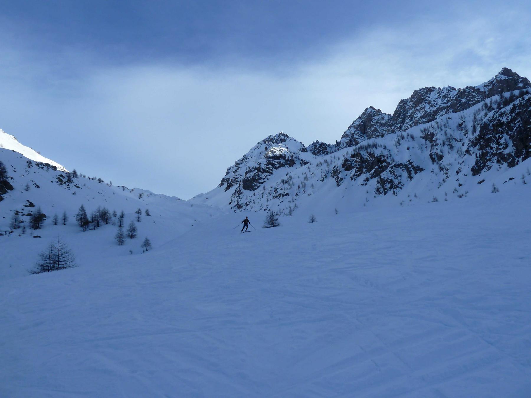 Discesa verso la Val Maira su neve orribile e oramai troppo segnata dai numerosi passaggi