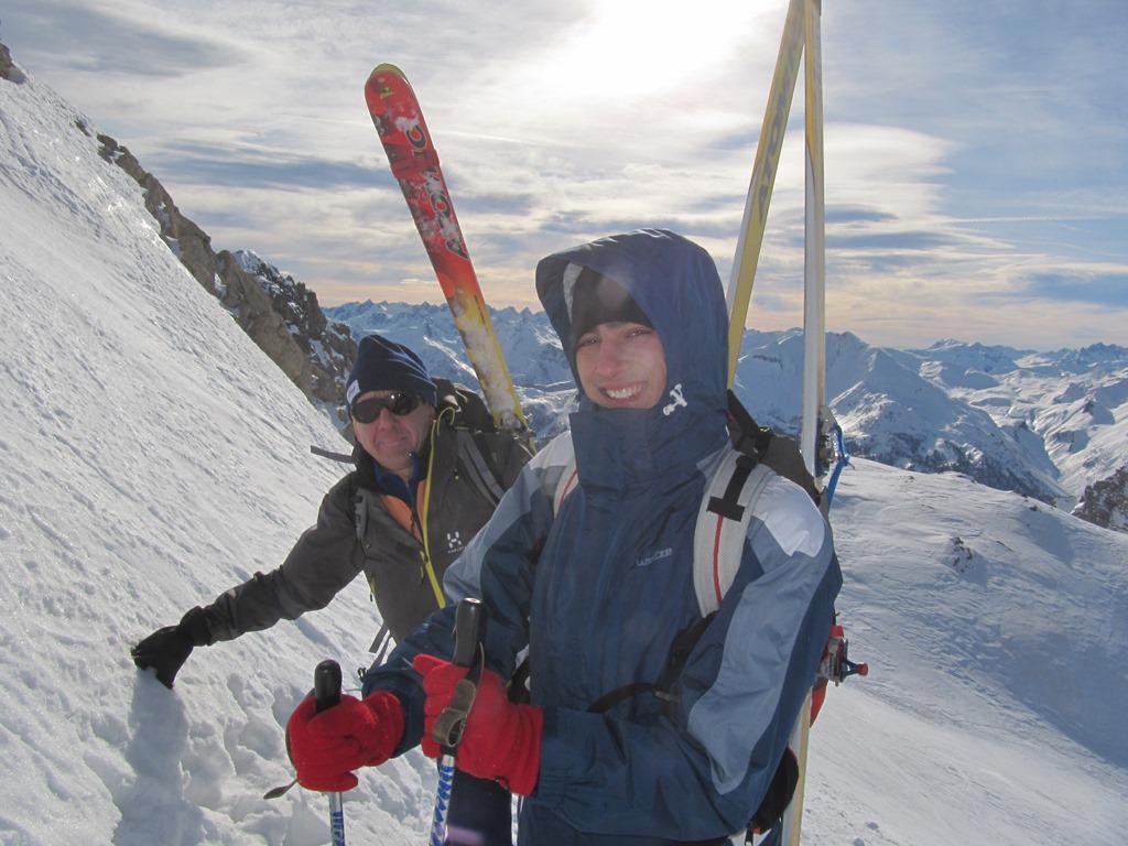 mettiamo gli sci in spalla 40 m sotto la vetta
