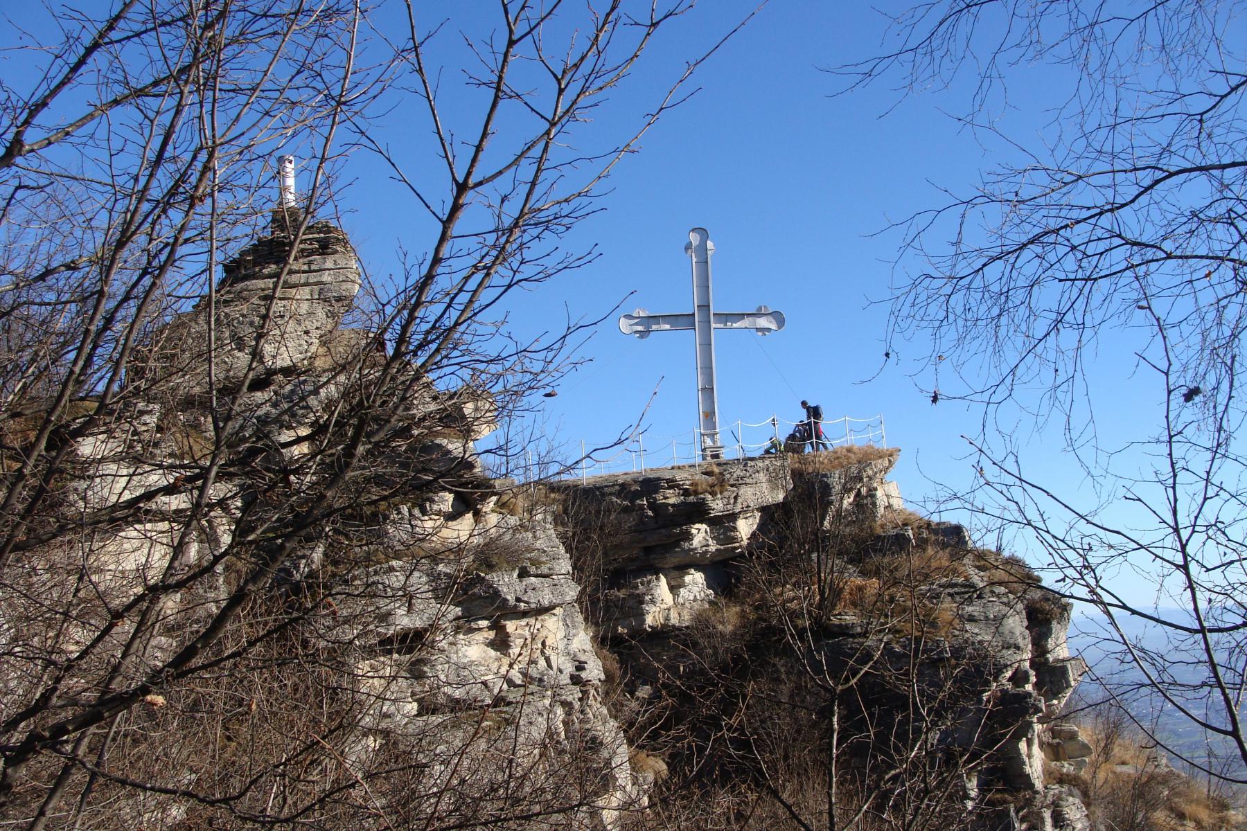 presso la cima e la croce di Envie