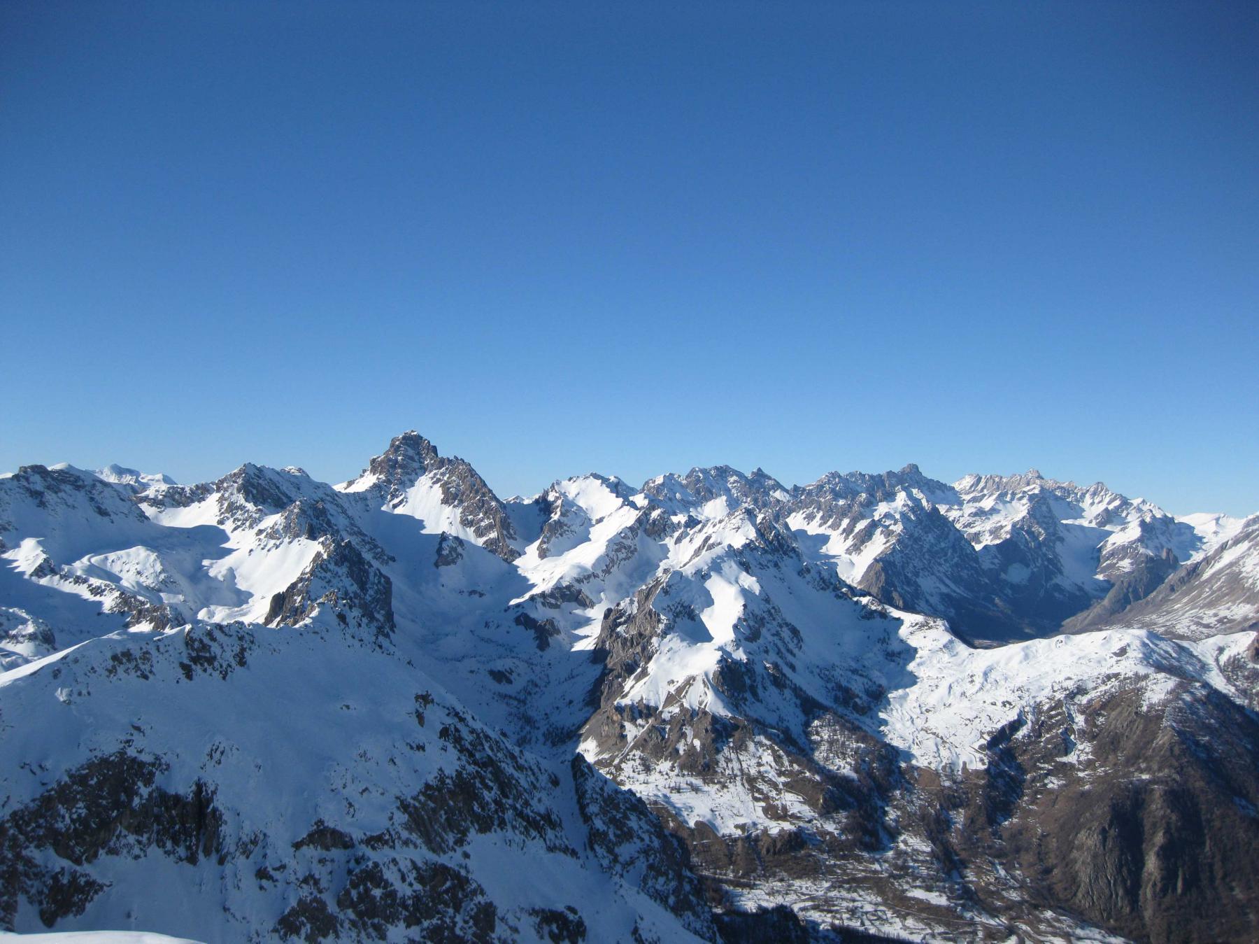 Il Monte Oronaye e alla sua destra l'Autovallonasso