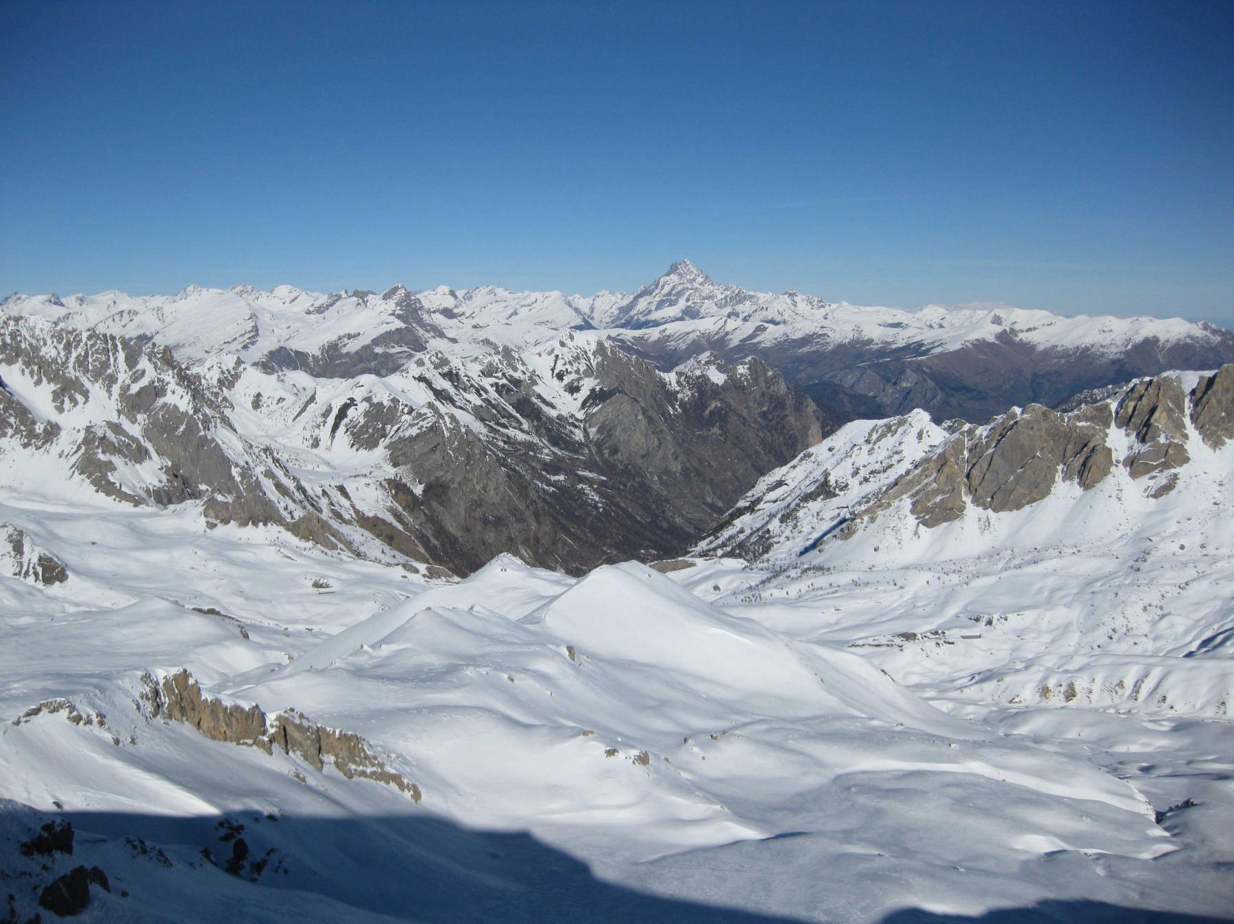 Il versante di salita visto dalla cima nord.