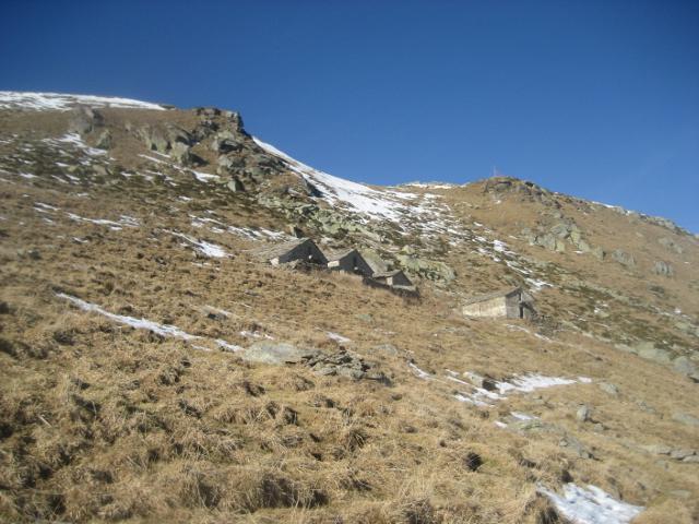 alpe Buscajon con la soprastante e vicina cima