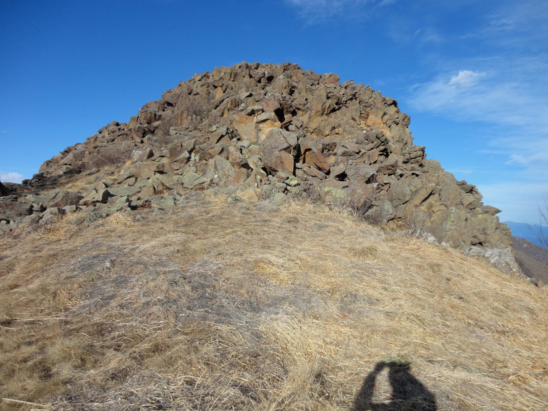 l'anticima rocciosa da superare direttamente