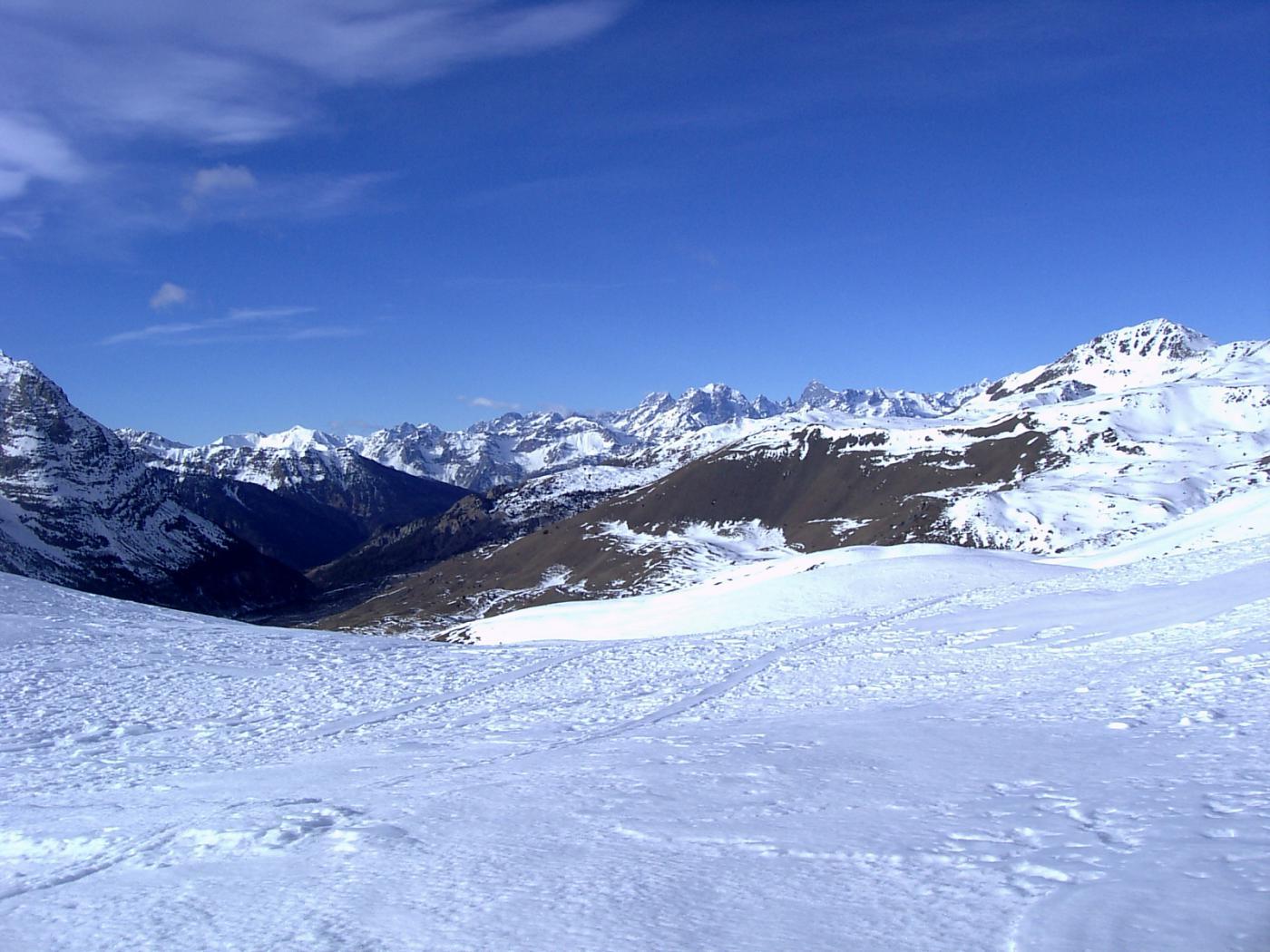 Vista del versante francese dal colle Chabaud (foto A. Valfrè).