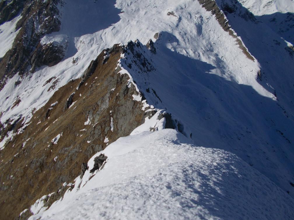 La cresta che prosegue al Passo Vallarolo
