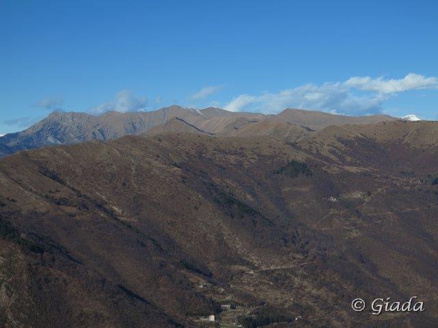 L'alta valle verso Alpe di Baudo, Monte Grande