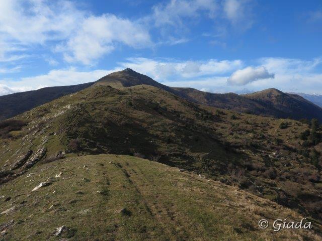 Il Pizzo d'Evigno visto salendo al Monte Ceresa