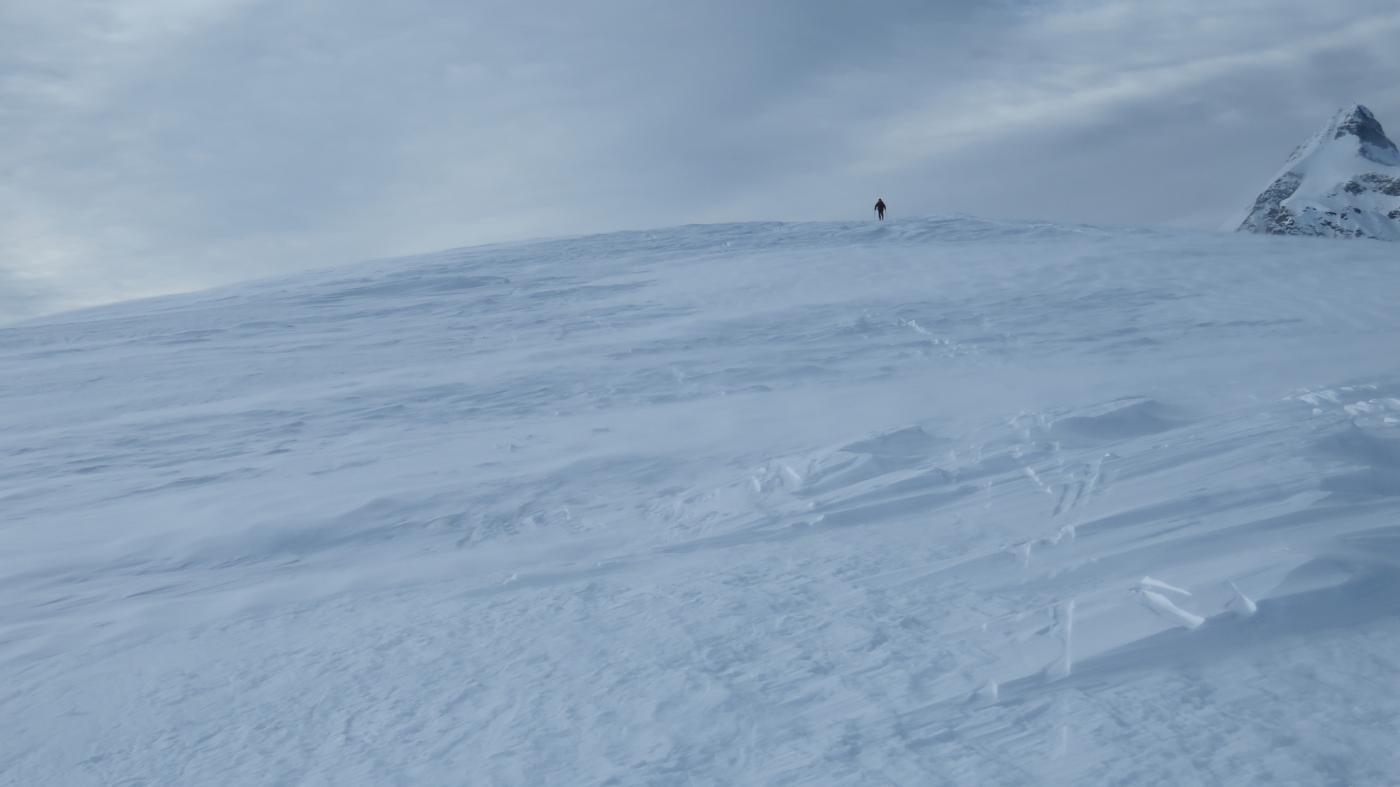 il grande cupolone sommitale del Monte Cazzola