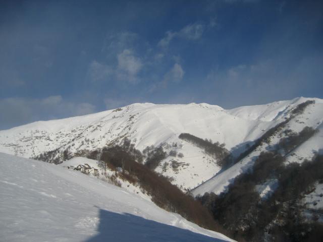 alpe Loccia dopo la chiesetta e monte Massone