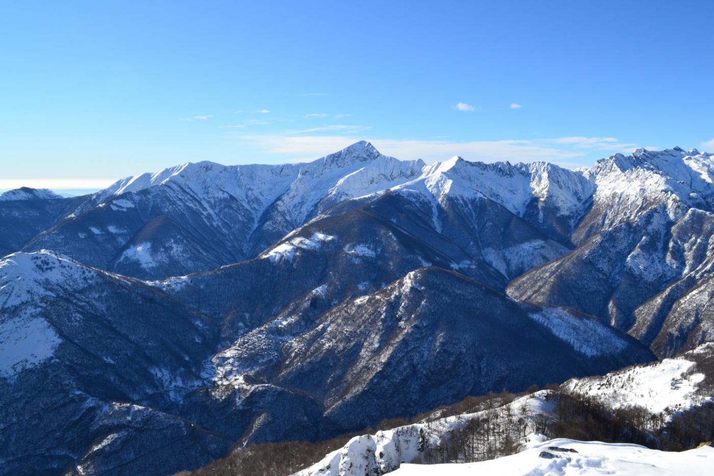 in direzione del Monte Zeda (al centro)