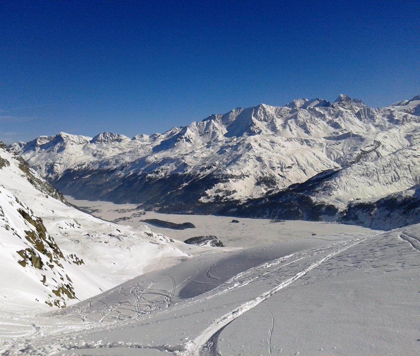 Discesa con vista lago, Roseg e Bernina