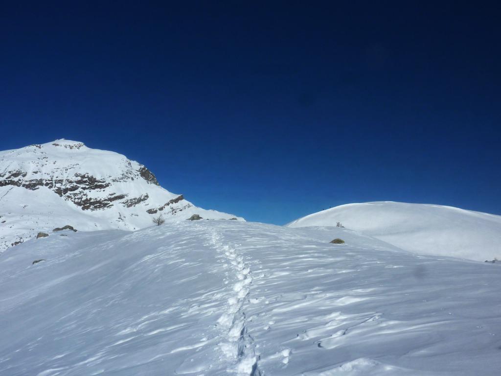 Monte Camoscere a sinistra e sempre più vicini alla Sarsassi