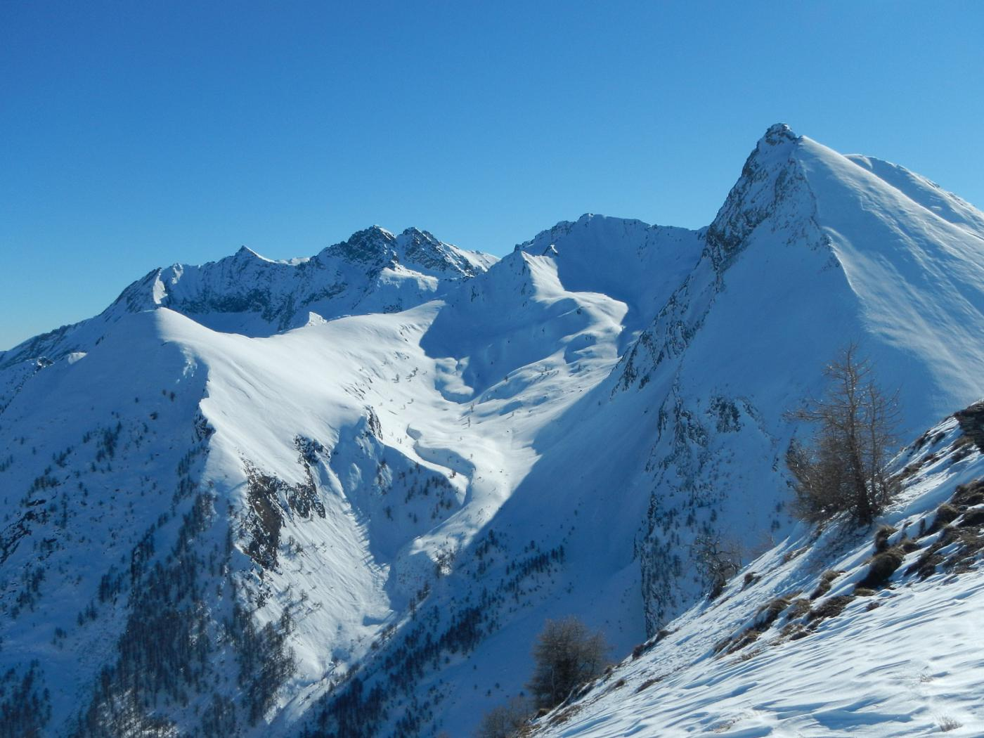 il bel vallone Gran Piani tra il Monte Carlei ed il Francais Pelouxe