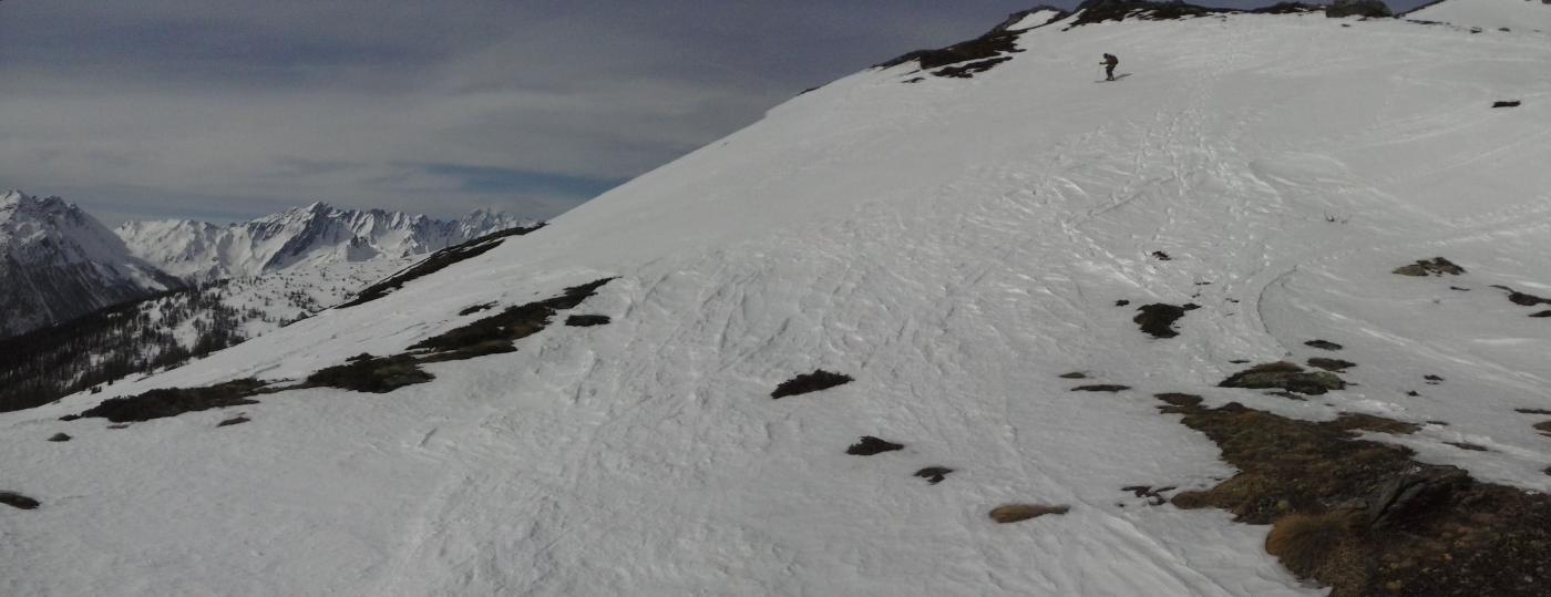 inizia la discesa su neve trasformata...
