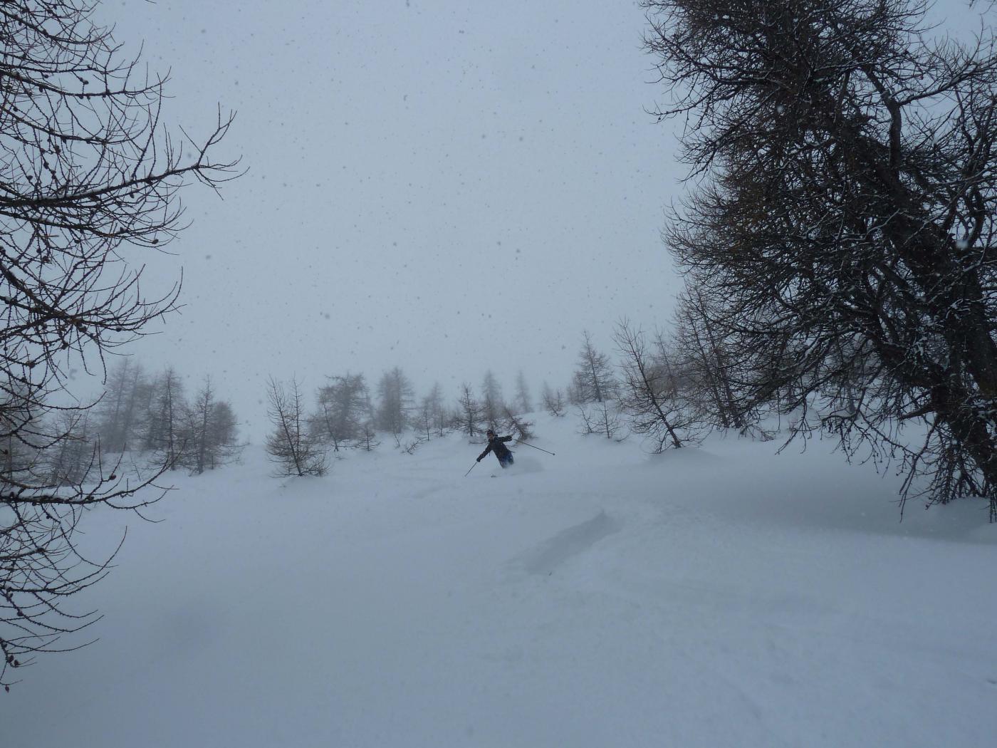 Discesa sotto una fitta nevicata