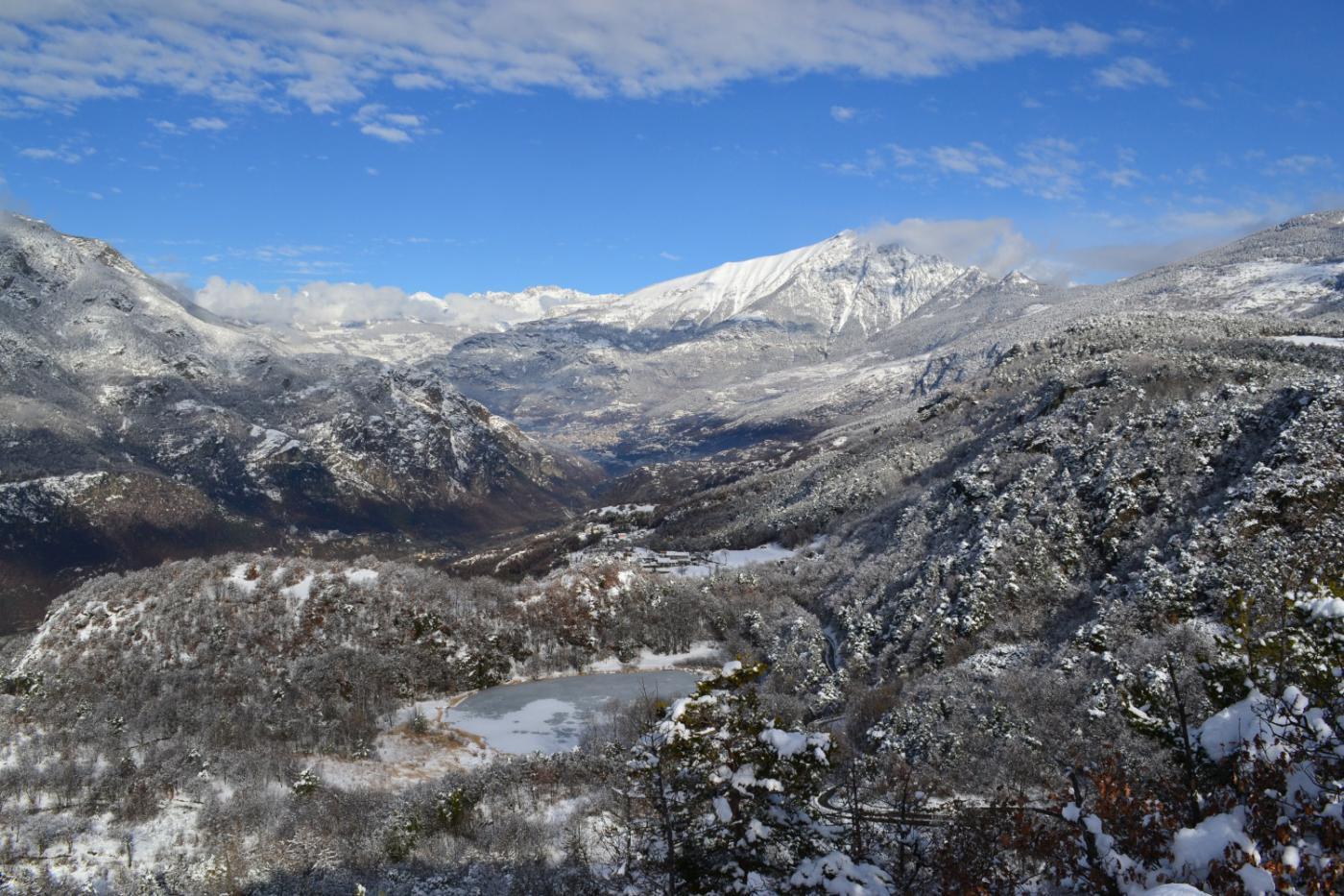 Monte Zerbion e Lago di Villa visti dal Belvedere (965 m)