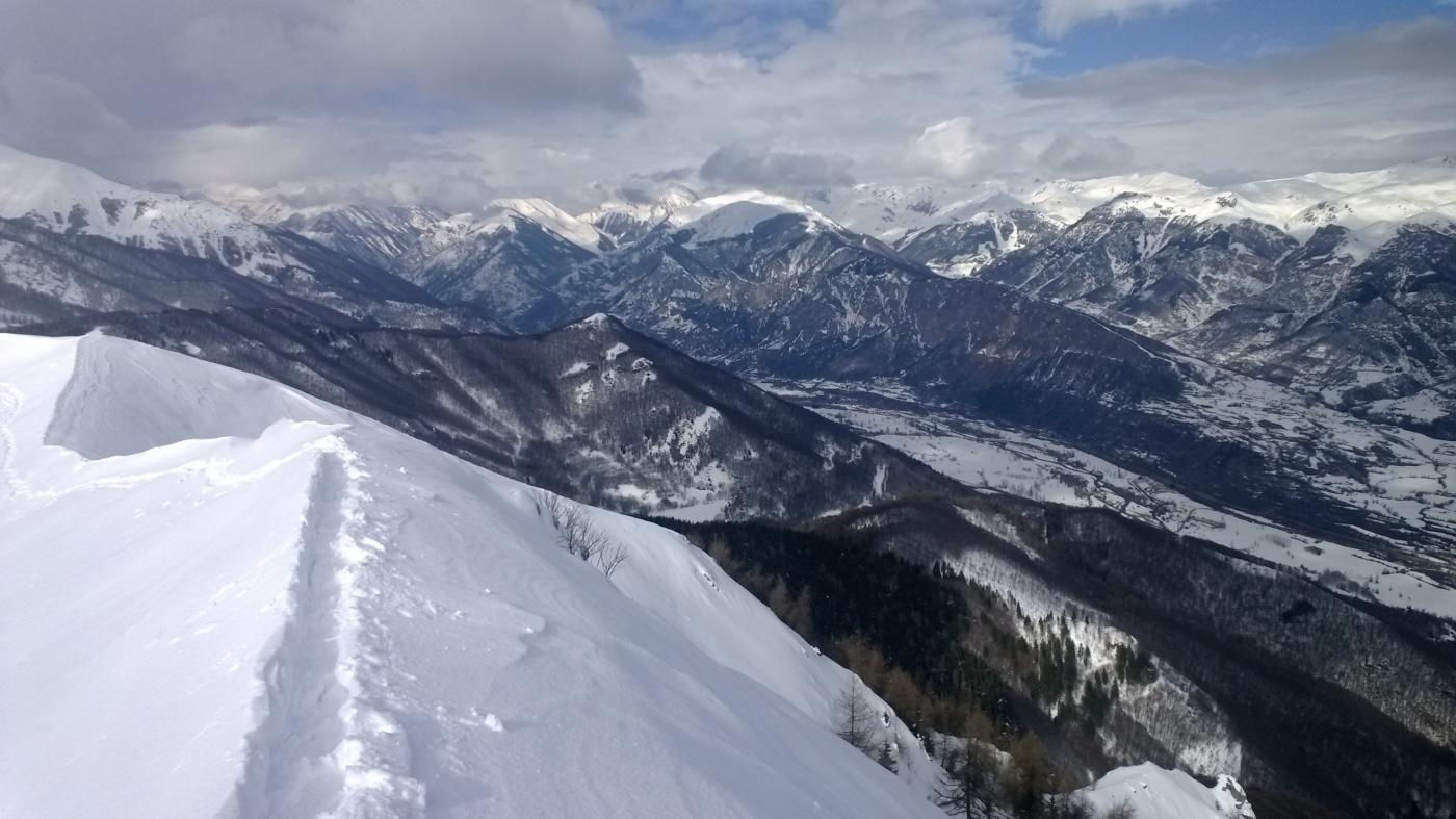 Panorama limitato dalla  cima