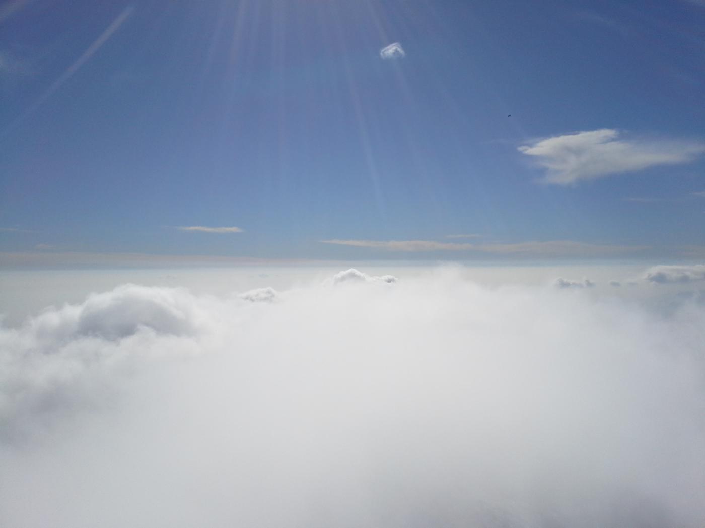 in cima siamo fuori dalle nuvole