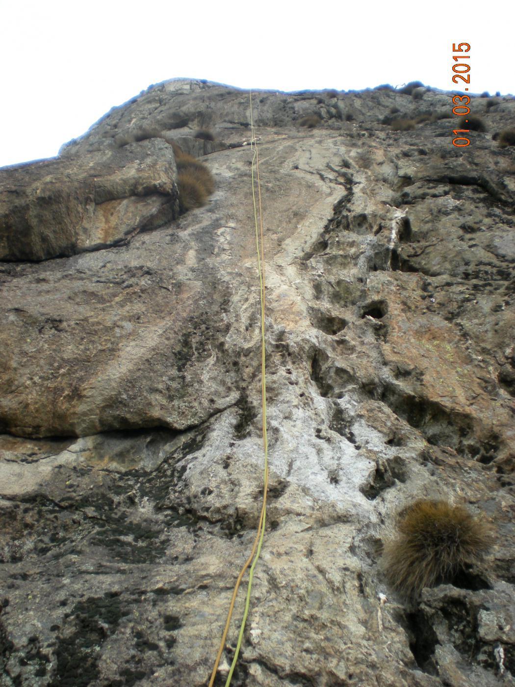 discesa alla base del pilastro con una doppia da 60 m