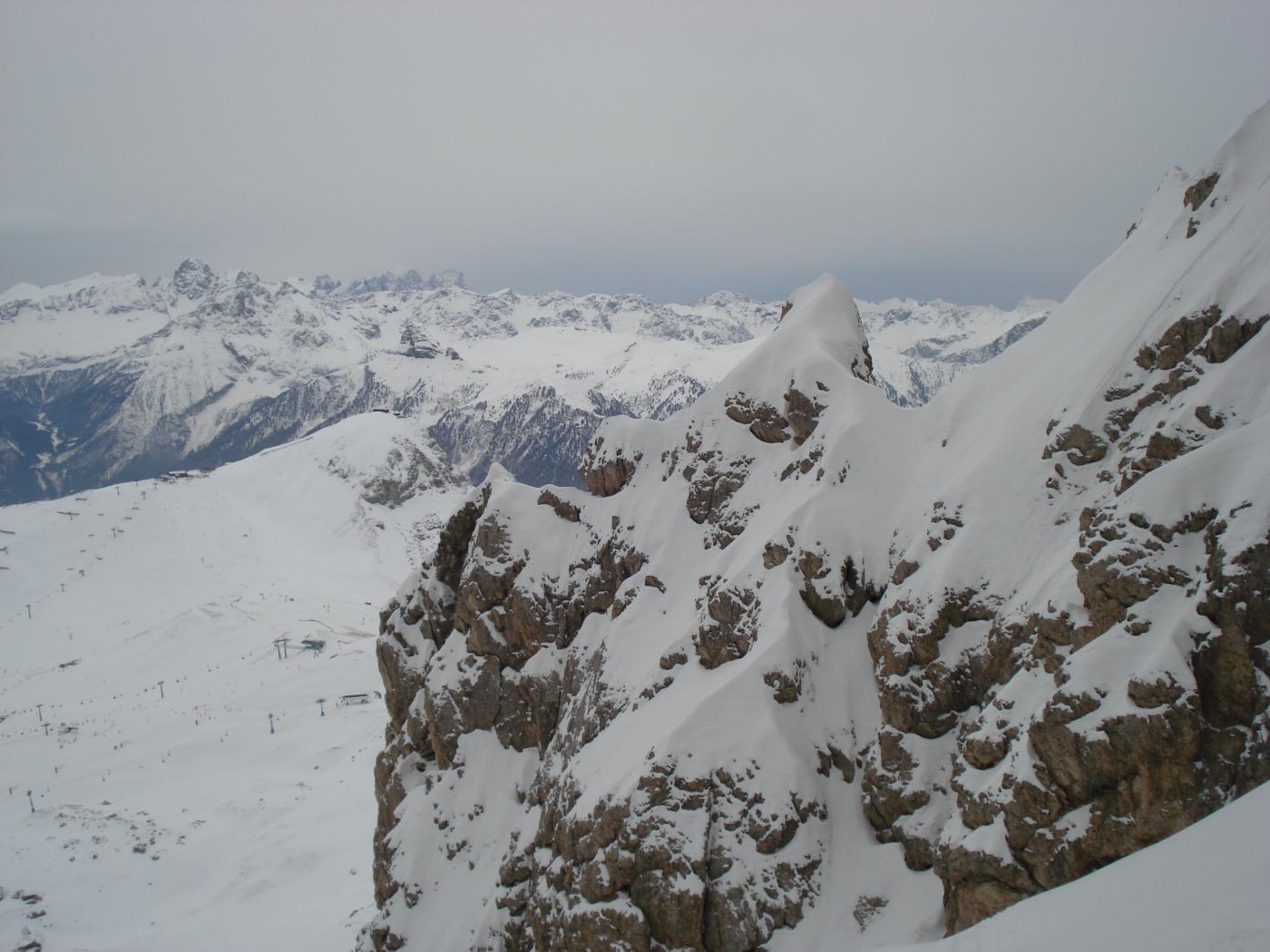 Vista sugli impianti di Campitello di Fassa dal rifugio Demetz