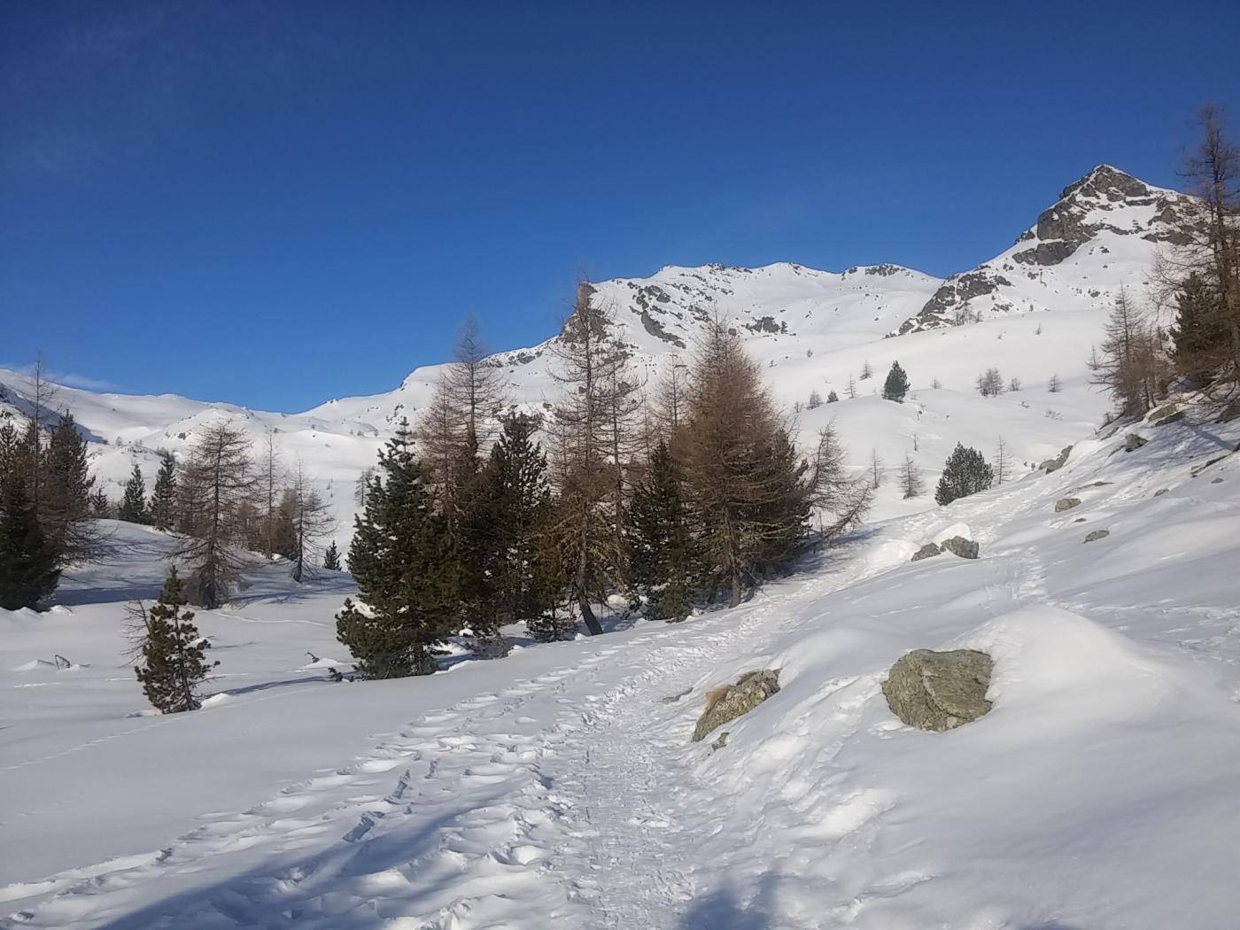 La cima con il vallone di avvicinamento