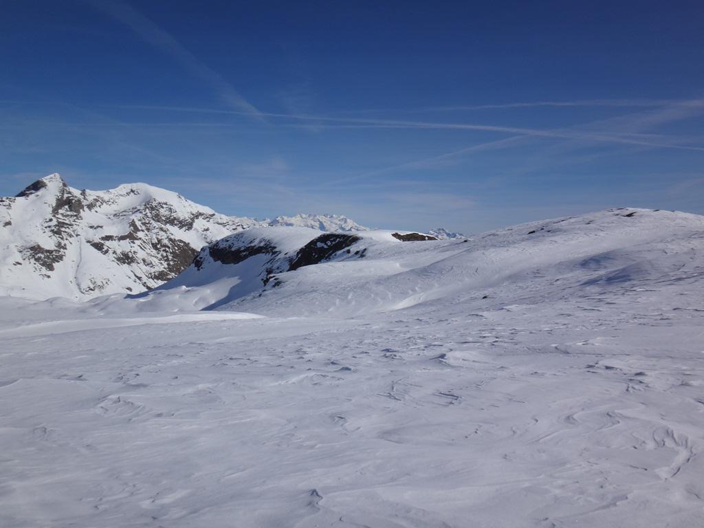 L'ampia cresta; sullo sfondo il monte Rosa