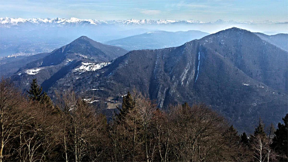 verso est: m.te della Colonna e m.te Pian Nave. In mezzo, alpe san Michele
