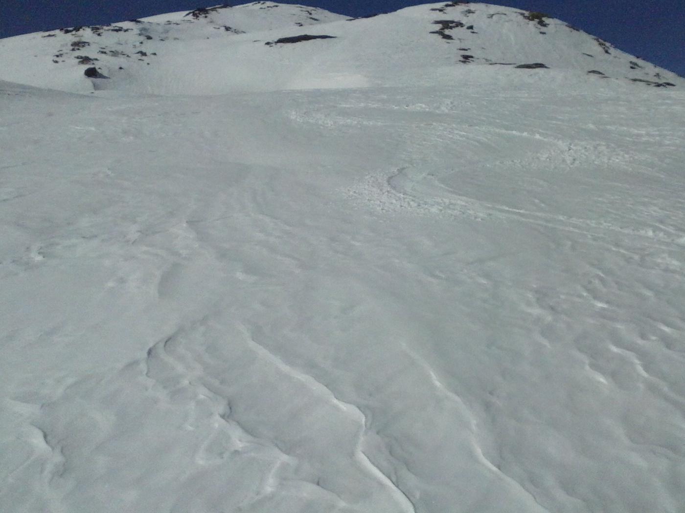 belle curve  in neve primaverile nella parte alta...