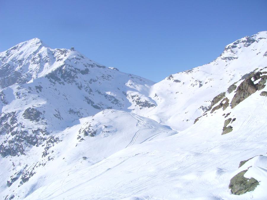 ancora tanta neve nella conca di Oropa