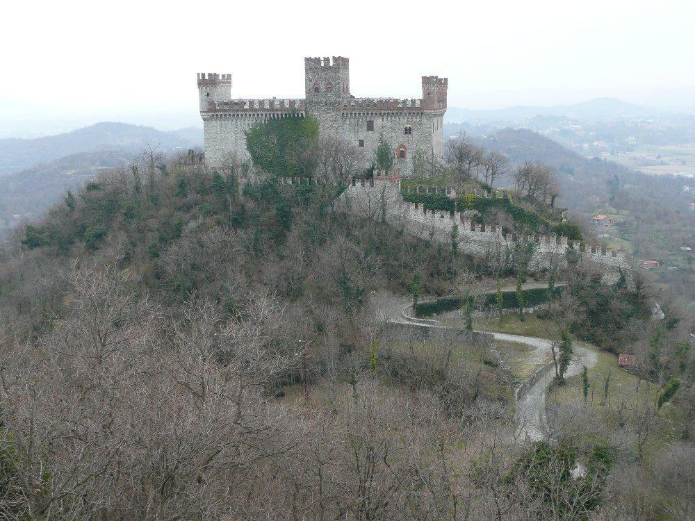 Castello di Montalto dal Monte Maggio