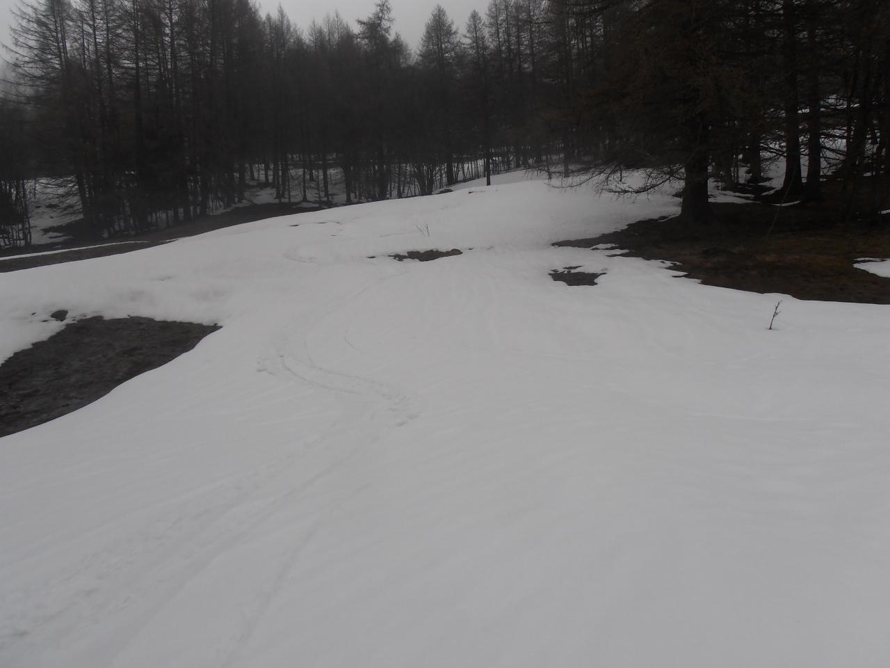 02 - bella neve primaverile nella parte mediana - discontinua in basso